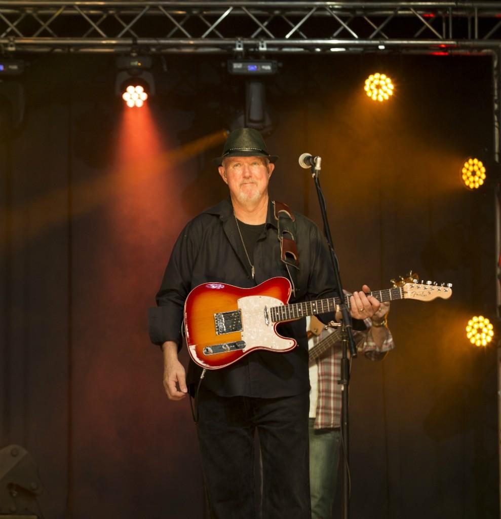 Shayne Browne – Guitar